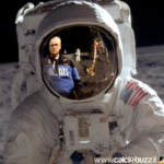 Lotito on the moon, di fronte ad Armstrong