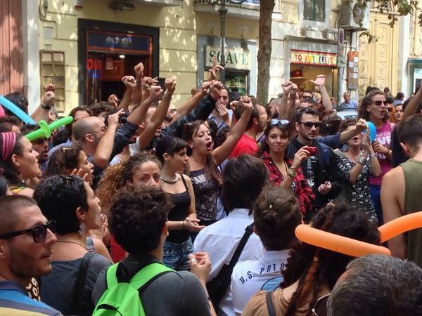 Napoli risponde a omofobi e bigotti!