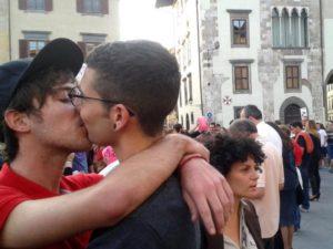 [foto da: paginaq] #Pisa contro l'#omofobia e le #sentinelleinpiedi