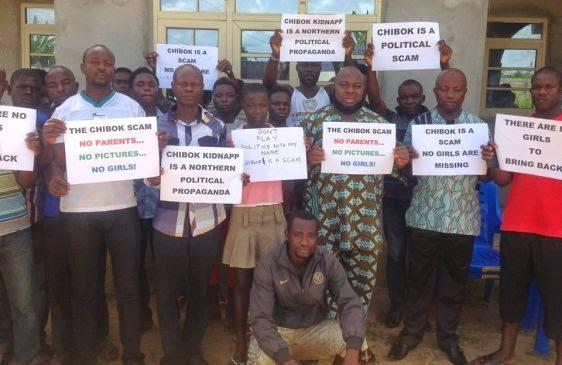 Complottisti del rapimento delle ragazze nigeriane ad opera di Boko Haram (fonte: facebook.com)