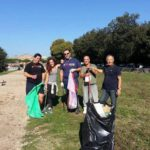 Le foto dei politici del M5S che puliscono il Circo Massimo