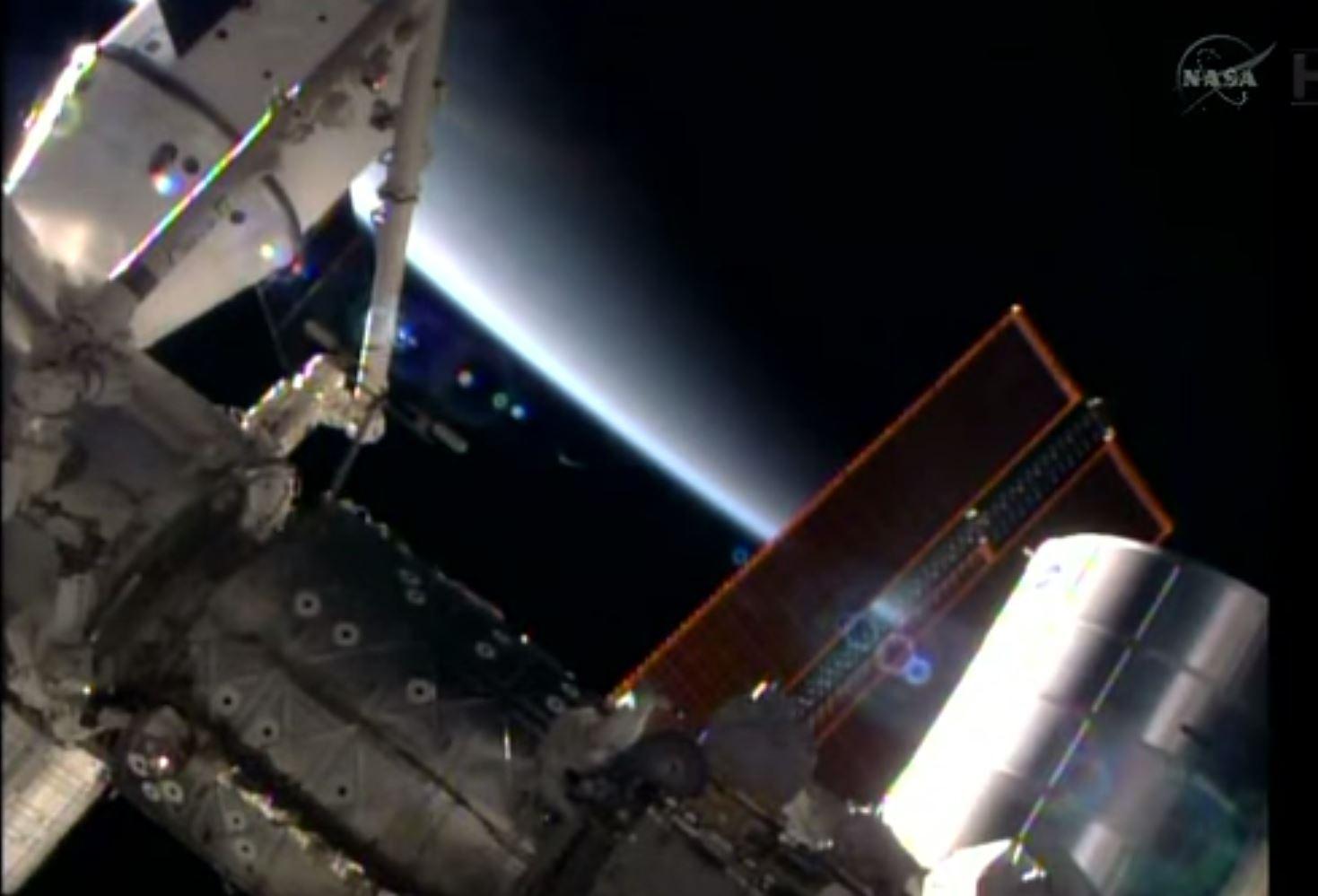 Lens flare durante EVA-27 (fonte: YouTube.com)