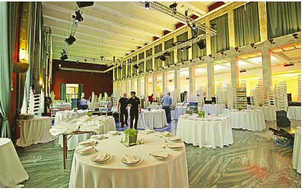 Il salone delle fontane all'Eur, teatro della cena del PD a Roma (Corriere della Sera, 8 novembre 2014)