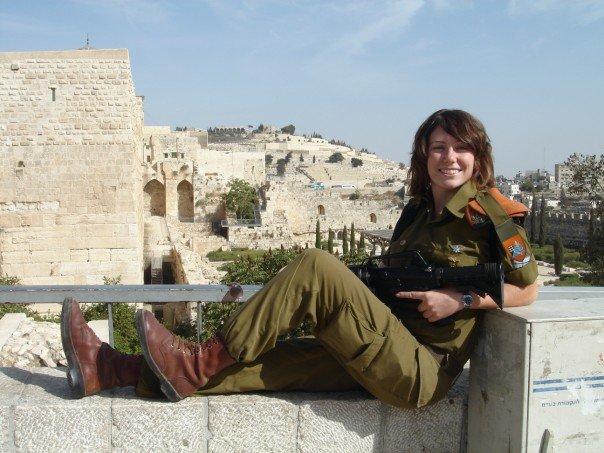 Gill Rosenberg nel 2007 a Gerusalemme durante il servizio militare (fonte: Facebook.com)
