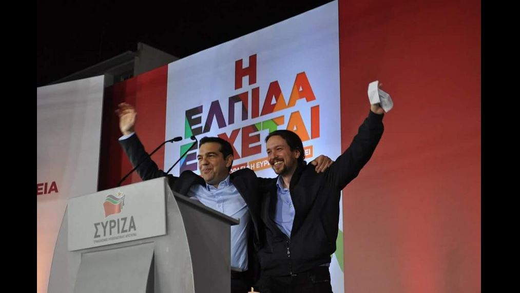 Alexis Tsipras e Pablo Iglesias ieri sul palco ad Atene (fonte: Twitter.com)