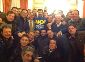 noi con Salvini foto di gruppo - 1