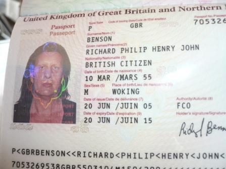 Il passaporto di Richard Benson (fonte: Outune.net)