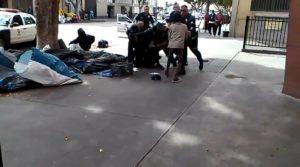 uomo ucciso polizia video