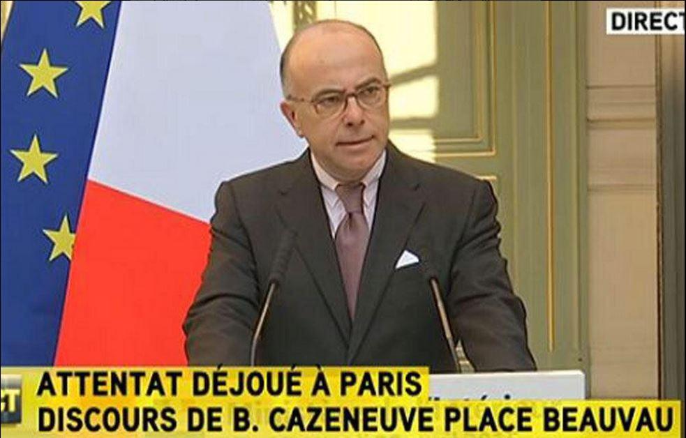 Il ministro Cazeneuve durante la conferenza stampa di questa mattina