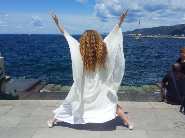 Eleonora Brigliadori durante una fase di trasfigurazione angelica