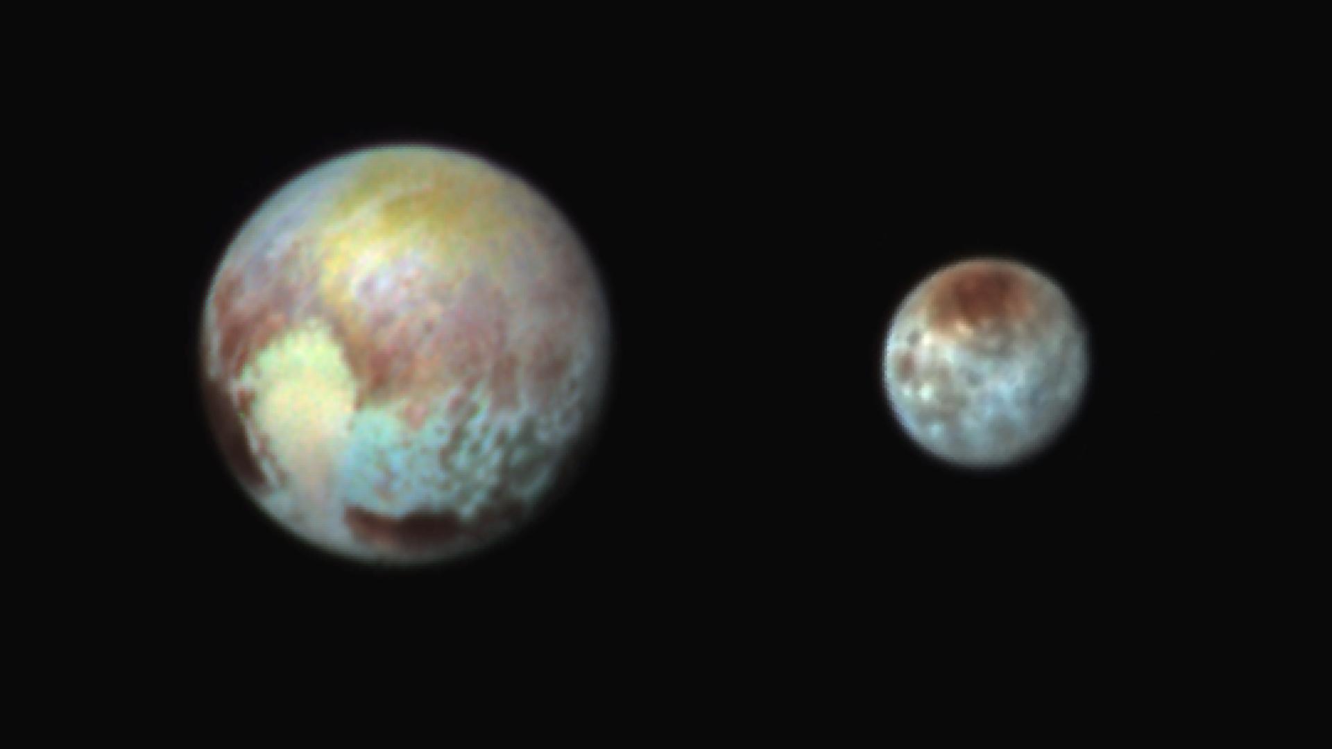 """Le immagini di Plutone e di Caronte scattate tramite il dispositivo chiamato """"Ralph"""" (fonte: nasa.gov)"""