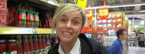Nadia Toffa in un supermercato cinese ci sta per mostrare la prova finale raga