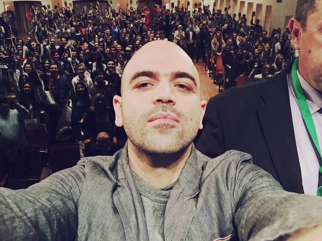 Un selfie di Saviano a Gorizia dopo un incontro con gli studenti su Zero Zero Zero