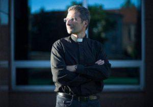 Krzysztof Charamsa monsignore teologo gay