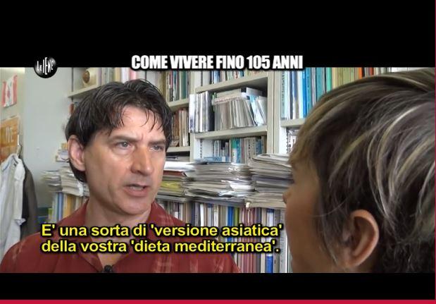 Il Dr. Willcox ieri durante l'intervista a Nadia Toffa (fonte: iene.mediaset.it)