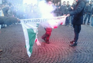 bandiera pd bruciata