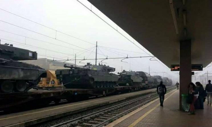 carri armati treno stazione 1