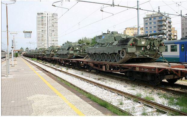 carri armati treno stazione 2