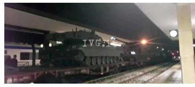 carri armati treno stazione 3