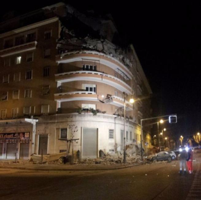 lungotevere flaminio crolla palazzo