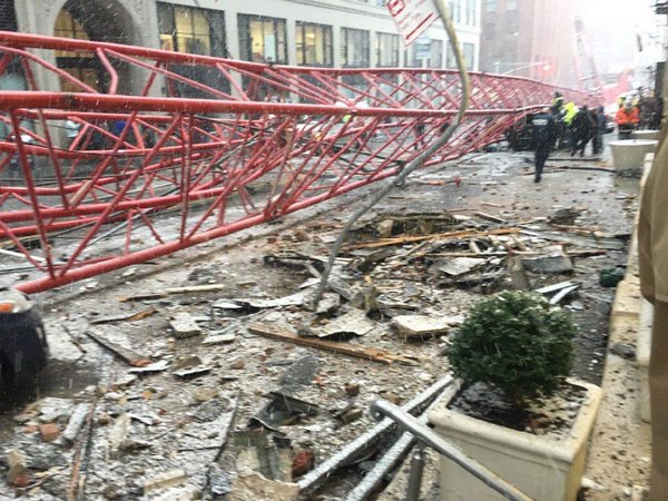 gru crolla Manhattan 2