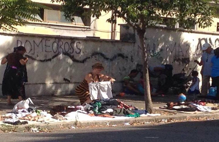 La storia dei mercatini rom abusivi legalizzati a roma for Mercatini antiquariato roma