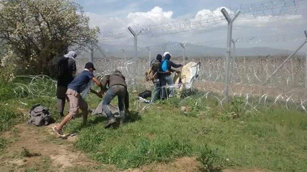 idomeni lacrimogeni profughi 2