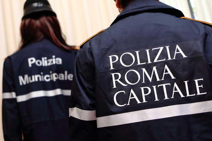 WCENTER 0TMKCDSHKD MASSIMO BARSOUM AGENZIA TOIATI Roma, vecchie e nuove divise della Polizia Roma Capitale