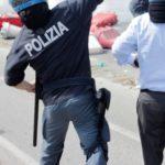 pietre polizia corteo renzi 2