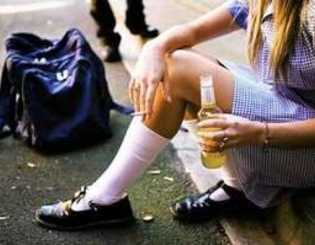 Tredicenne segregata e costretta a prostituirsi, 5 arresti