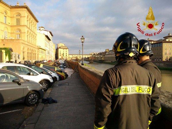 Firenze, voragine di 200 metri in centro: 20 auto sprofondate