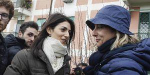 Virginia Raggi, la candidata M5s a sindaco di Roma (S), con Roberta Lombardi durante una iniziativa al Tufello, Roma, 5 marzo 2016. ANSA/GIUSEPPE LAMI