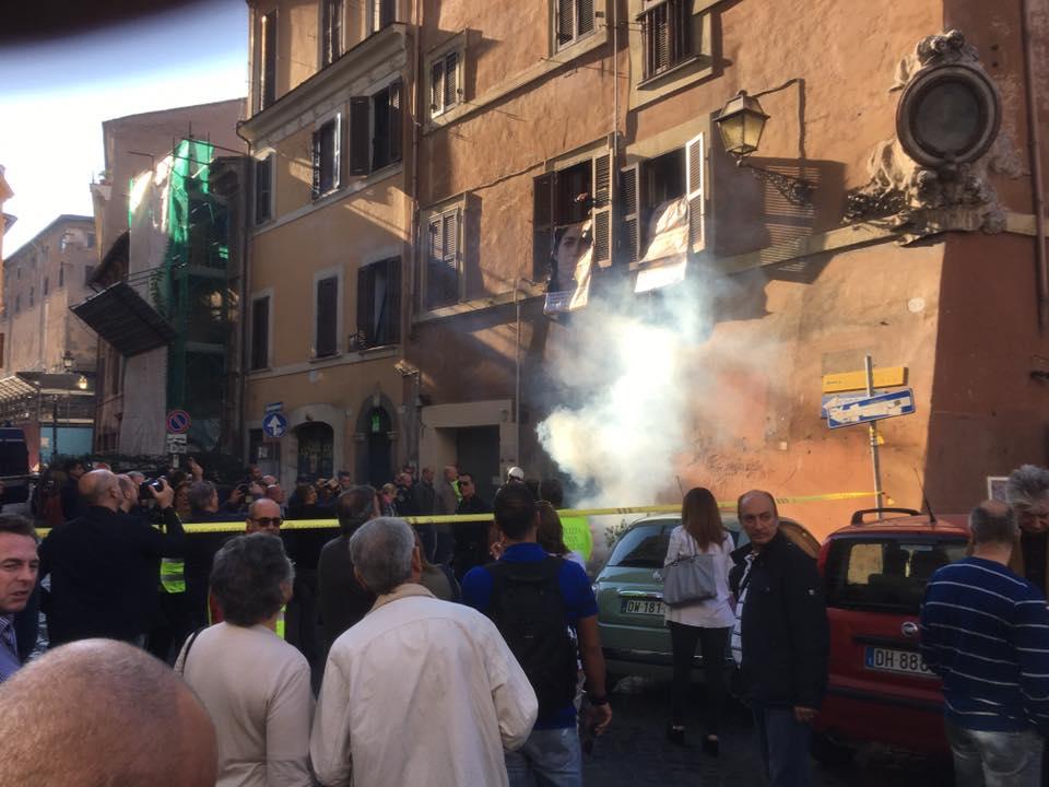 Via del Colosseo, 16 arresti per un movimentato sgombero