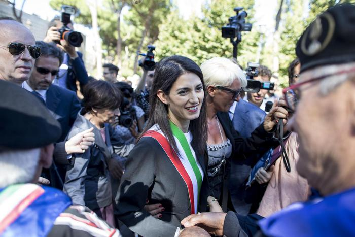 virginia-raggi-unioni-civili-matrimonio-gay