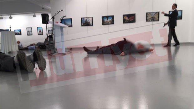 Turchia, attentato all'ambasciatore russo ad Ankara: è gravemente ferito