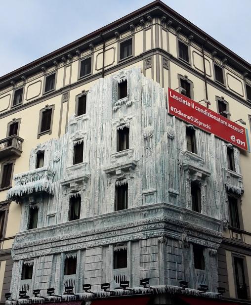 palazzo ghiacciato milano moscova Radetzky eon pubblicità
