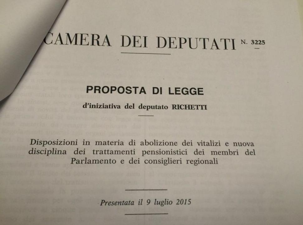 Le due proposte di legge identiche di pd e m5s sui for Vitalizi dei parlamentari
