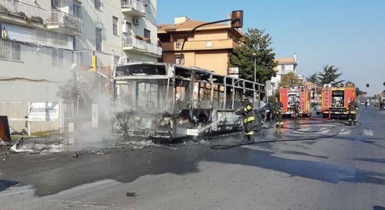 Roma, Raggi: da oggi filobus tornano in strada