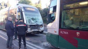 scontro tram via labicana