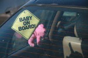 bimba dimenticata in auto