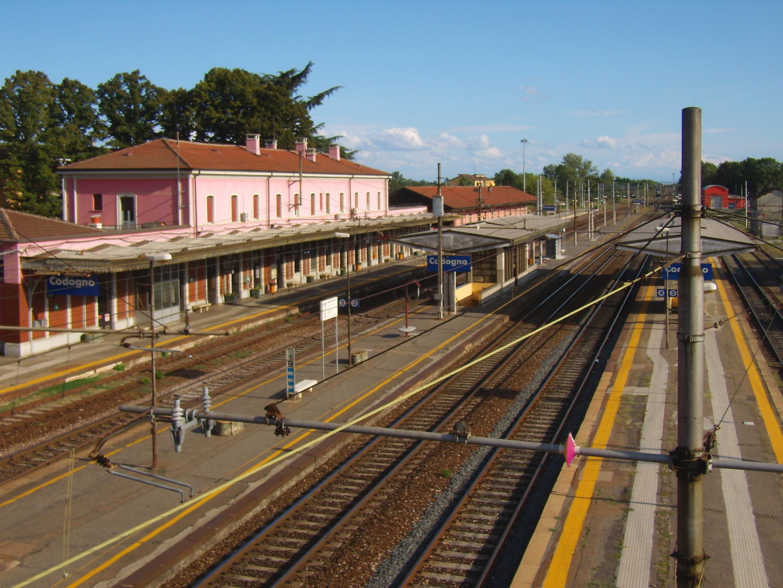 Lodi choc, controllore accoltellato su treno: identikit dello straniero