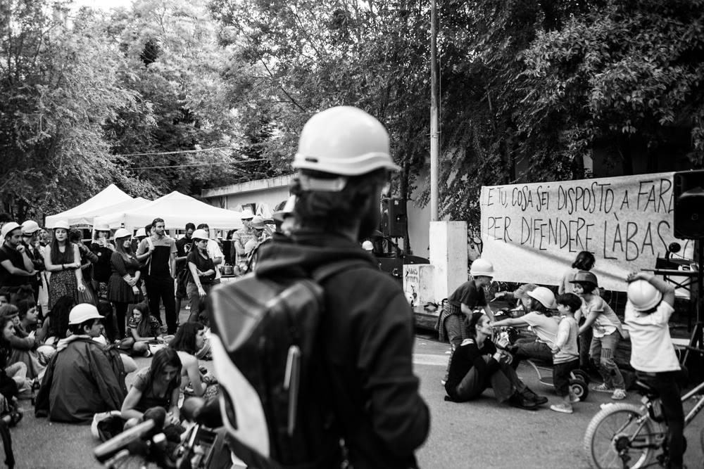Forze dell'ordine manganellano attivisti collettivo Làbas