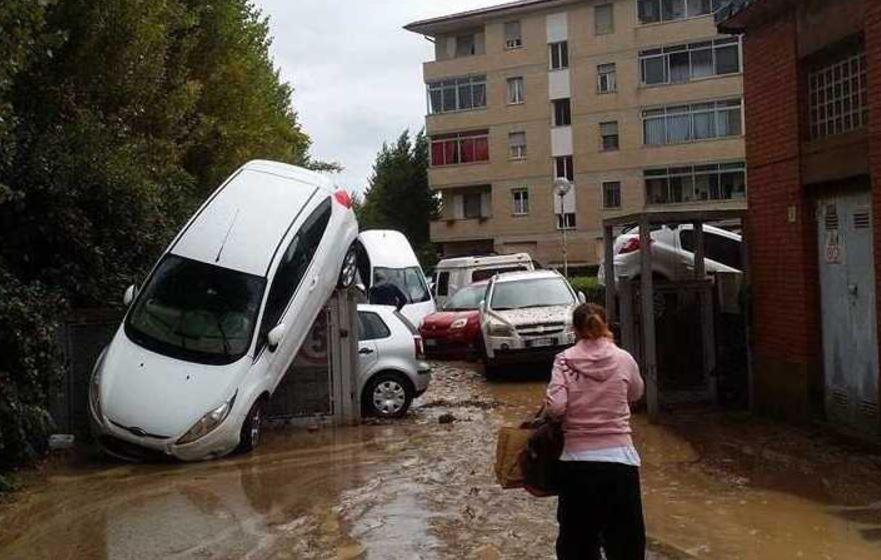 foto disastro pioggia livorno