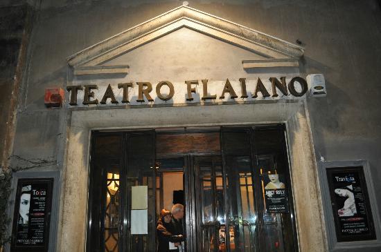 Beppe Grillo ha comprato il Teatro Flaiano a Roma