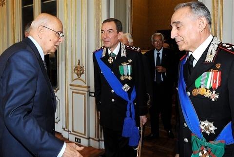 Berlusconi propone il generale dei Carabinieri Gallitelli premier
