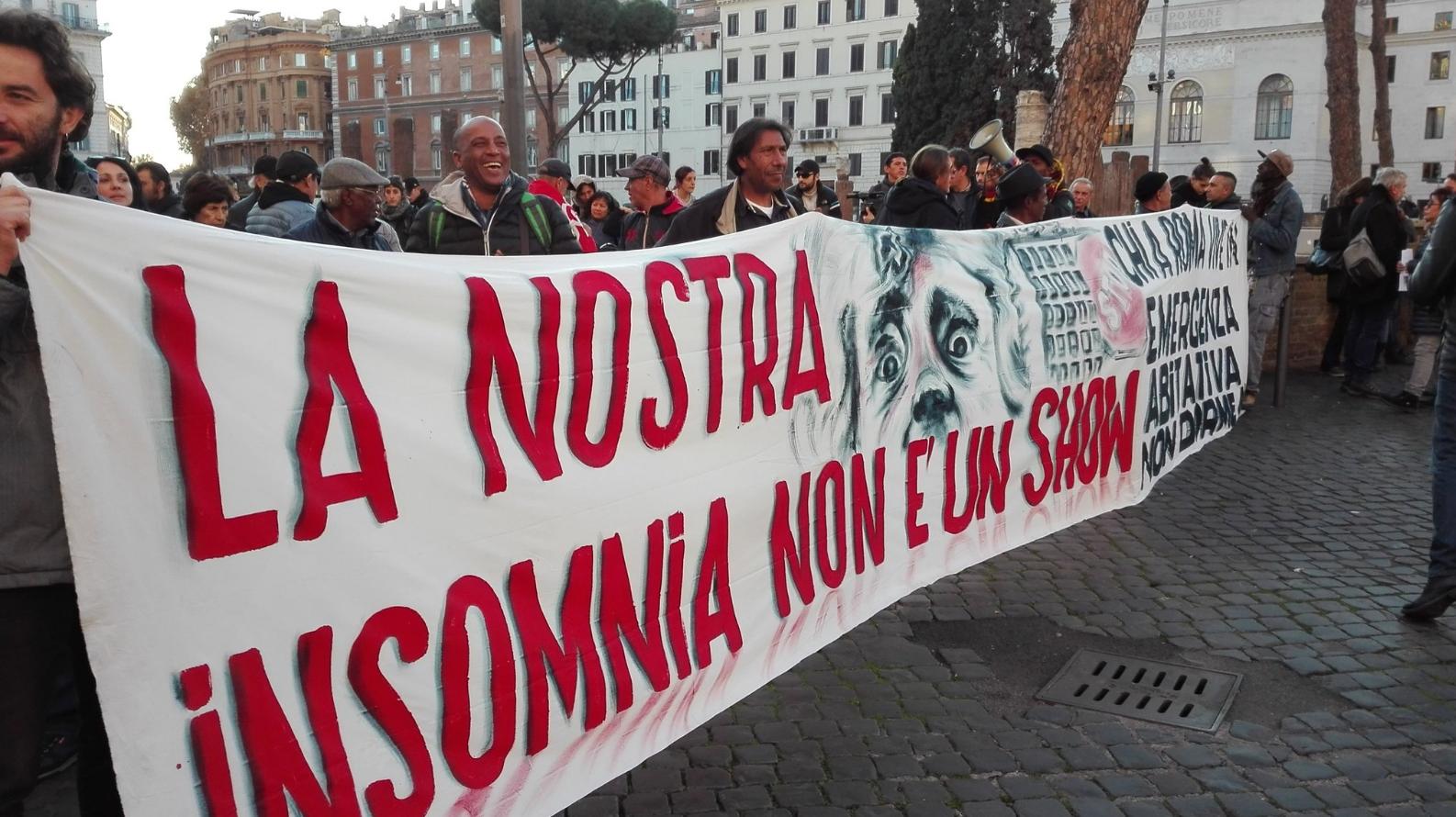 movimenti per la casa proteste grillo raggi roma casette ikea - 4