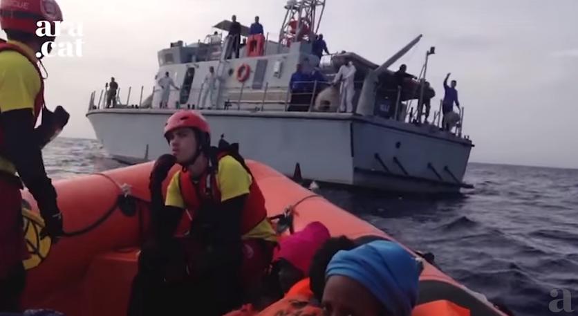 proactiva open arms emergenza mediterrano motovedetta libica 648 - 10
