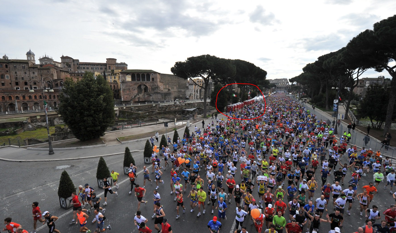maratona roma latrina muro pipì - 2