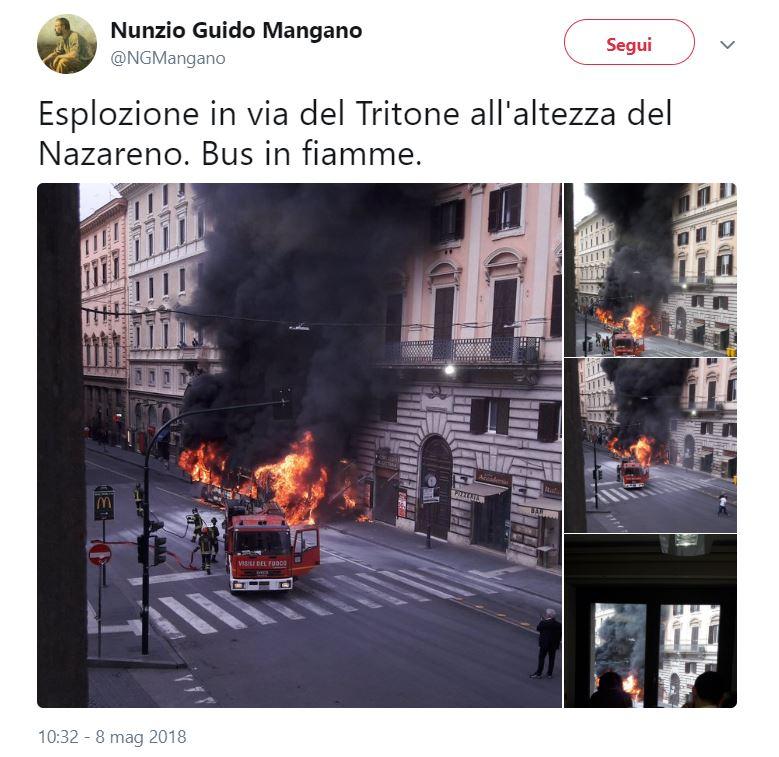 Roma, autobus in fiamme: paura per i passeggeri